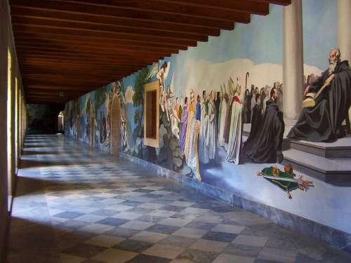Interior de un monasterio