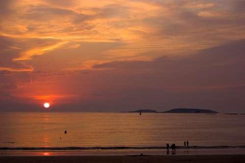 Puesta de sol en Playa America