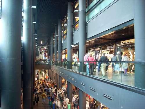 Interior del centro Comercial A Laxe