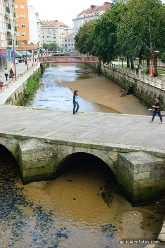 Puente sobre el río Con