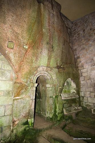 Interior con roca