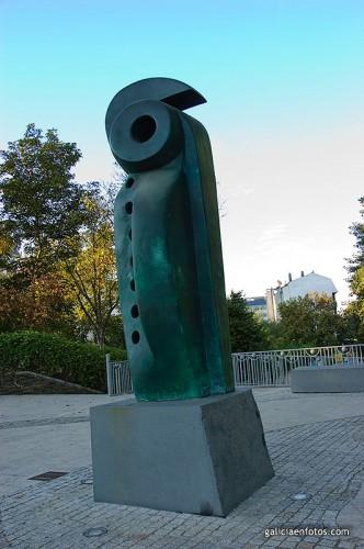 Estatua con agujeros