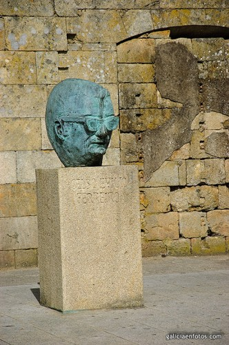 Busto de Celso Emilio Ferreiro
