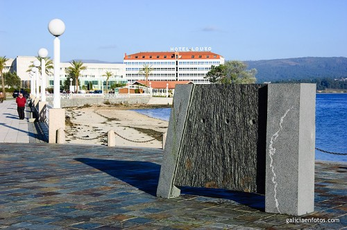 Estatua con tres agujeros