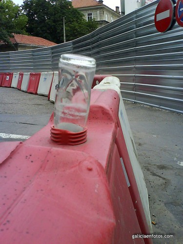 Botella en agujero
