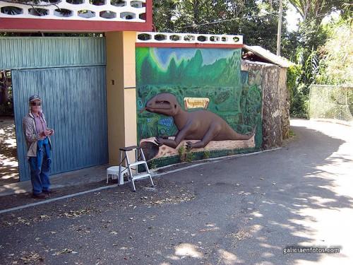 Manuel y su dinosaurio
