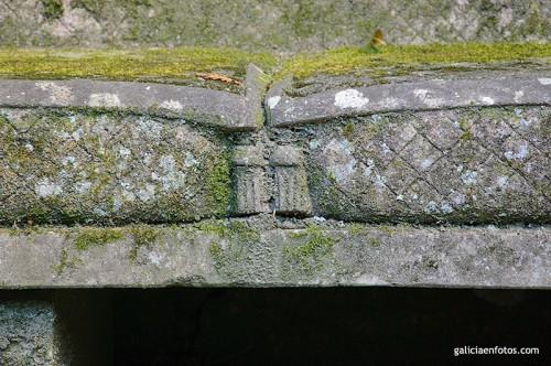 Detalle del banco de piedra