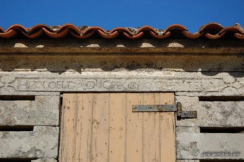 Inscripción en el hórreo de Carnota
