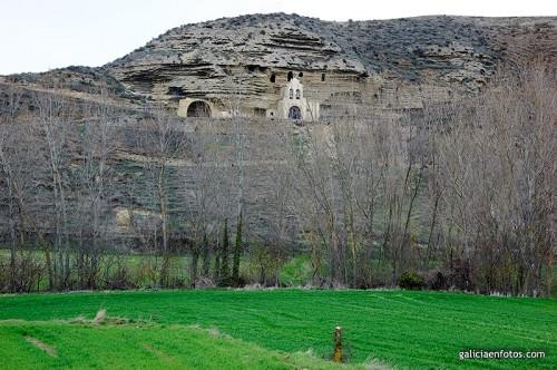 Cuevas con iglesia