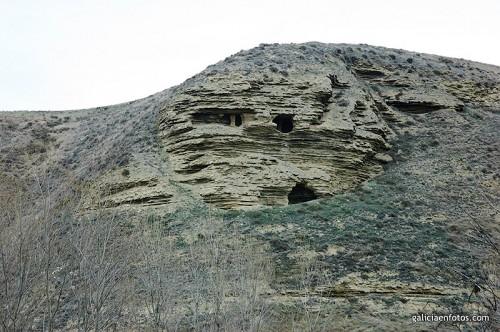 Cuevas en la montaña