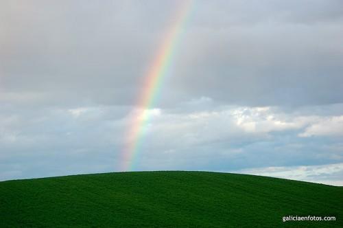 Ladera con arco iris